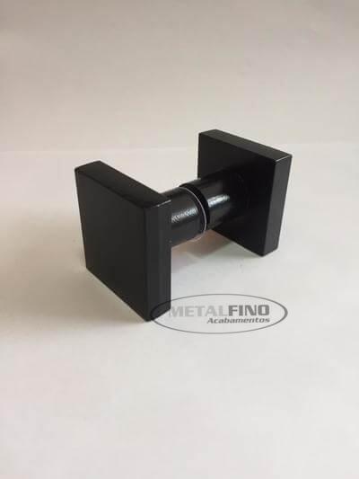 http://www.metalfinoacabamentos.com.br/view/_upload/produto/214/1589561816preto-01.jpg