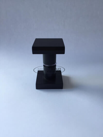 http://www.metalfinoacabamentos.com.br/view/_upload/produto/214/1589562126preto-03.jpg